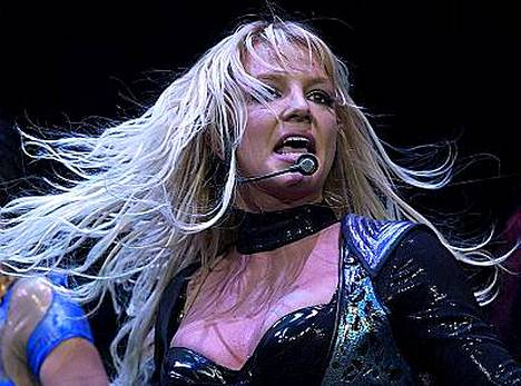 Britney vuonna 2004 ennen kolmen vuoden mittaiseksi venynyttä keikkatauloa ja päihdeongelmia.