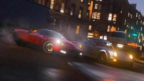 Älkää tehkö tätä tosielämässä. Laittomat katuajot ovat osa Forza Horizon 4:n maailmaa.