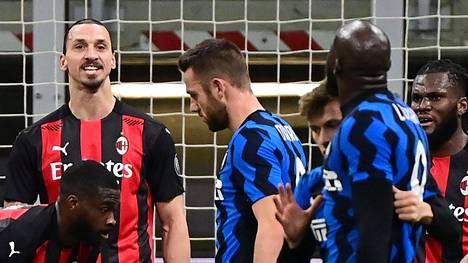 Zlatan Ibrahimovic ja Romelu Lukaku ottivat yhteen Milanon derbyssä.