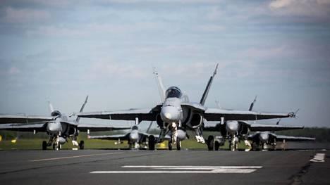 Hornetit valmiina nousemaan ilmaan.