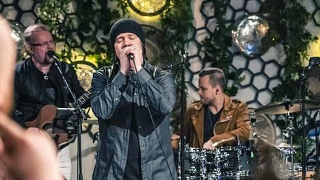 Näin Aki Tykki tulkitsee Scandinavian Music Groupin herkkää kappaletta – Terhi Kokkonen puhkesi kehuihin