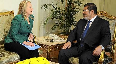 Presidentti Mohamed Mursi tapasi Yhdysvaltojen ulkoministeri Hillary Clintonin Israelin rauhanneuvottelujen yhteydessä.