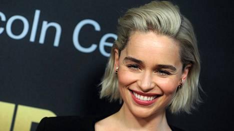 Näyttelijä Emilia Clarke kärsi tukalasta kuumuudesta Game of Thronesin kuvauksissa.