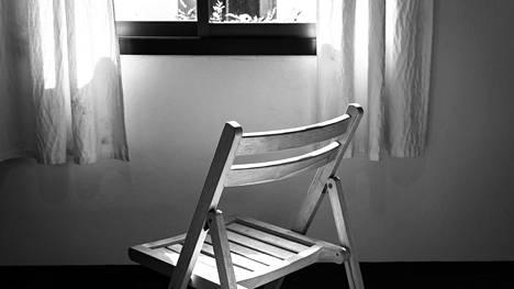 """Outo uni ei ollut unta: """"Aamulla herätessäni huomasin jonkun istuneen sängyllä vieressäni"""""""