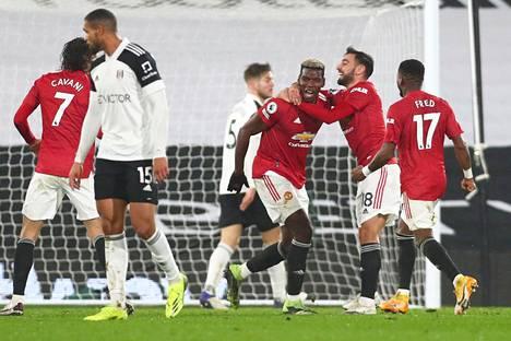 Edinson Cavani ja Paul Pogba osuivat Manchester Unitedille sen voittaessa Fulhamin vieraskentällä.