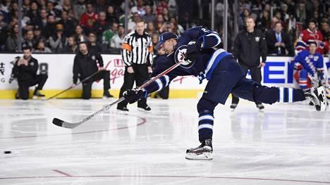 Winnipeg Jetsin suomalaishyökkääjä Patrik Laine tähdistötapahtumassa Los Angelesissa.
