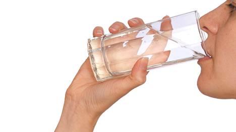 Yksi vesilasi päivässä ei riitä.