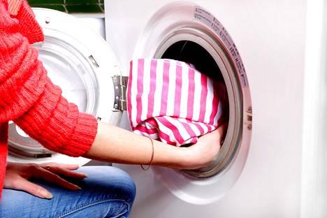 Pyykinpesu on arkinen taitolaji, Marjomaa muistuttaa.