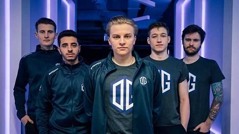 """Aleksi """"Aleksib"""" Virolaisen (keskellä) johtama OG joutui tyytymään hopeaan Flashpoint 2 -turnauksessa. Kuvassa joukkue BLAST Premier -turnauksessa helmikuussa 2020."""