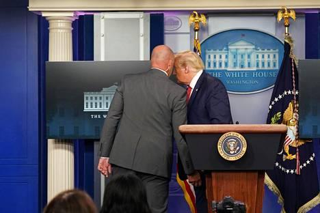Salaisen palvelun työntekijä puhui Trumpin kanssa.