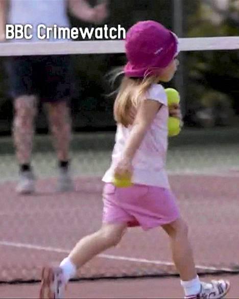 Maanantaina esitettävässä BBC:n Crimewatch-ohjelmassa nähdään näyttelijöiden avulla tehtyjä rekonstruoituja videopätkiä Madeleinen viimeisistä tunneista vanhempiensa kanssa.