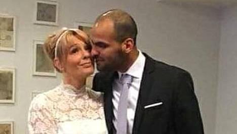 Pari on ollut naimisissa 10 kuukautta.
