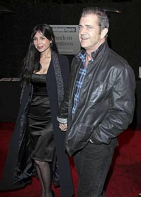 Mel Gibson erosi lapsensa äidistä Oksana Grigorievasta.