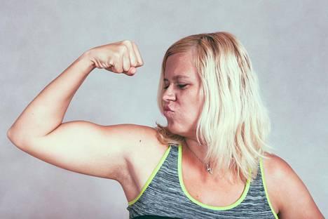Terveellinen ravinto, uni ja treeni ovat vahvojen käsivarsien kolmiyhteys.