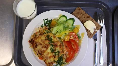 Torstain lakko kohdistuu Oulussa ateria- ja puhtauspalveluihin. Kaikissa kouluissa ei pystytä tarjoamaan lämmintä ruokaa lakkopäivän aikana.