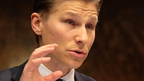 Perustuslakivaliokunnan varapuheenjohtaja Antti Häkkänen (kok).