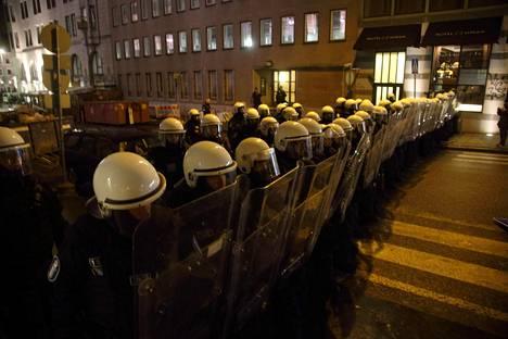 Poliisi on jo tottunut varautumaan mellakointiin itsenäisyyspäivänä.