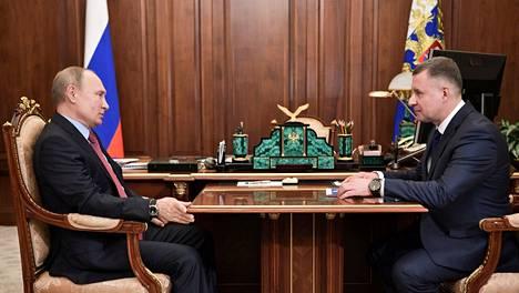 Venäjän presidentti Vladimir Putin ja Jevgeni Zinithsev.