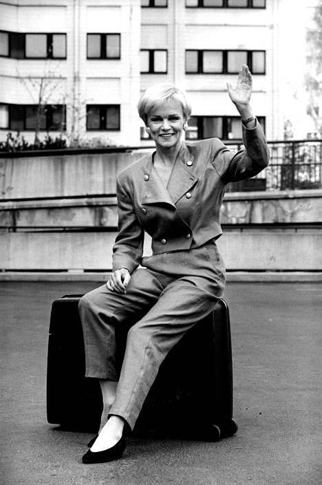 Katri Helena lähdössä Euroviisuihin toukokuussa 1993.