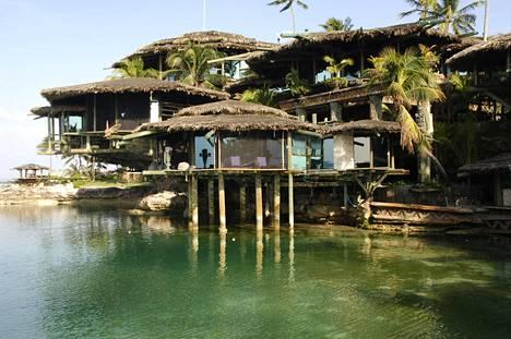 Peter Nygård rakensi Bahamalle omanlaisensa lomakeitaan, mutta se paloi jokunen vuosi sitten. Parhaillaan keidasta kunnostetaan vanhaan loistoonsa.