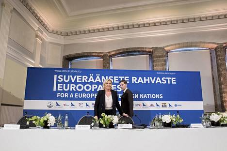 Kokouksen jälkeisessä lehdistötilaisuudessa kysymykset keskittyivät pitkälti Le Penin ja hänen puolueensa Venäjä-yhteyksiin.