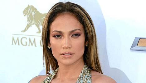 Jennifer Lopez puolustaa kohua herättänyttä esiintymistään sillä, ettei tiennyt Turkmenistanissa vallitsevista ongelmista.