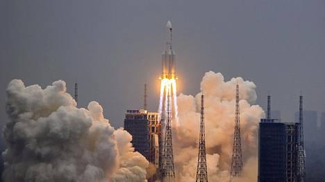 Kiinan avaruusaseman osaa kuljettanut Pitkä marssi 5B -raketti laukaistiin Wenchangin avaruuskeskuksesta 29. huhtikuuta.