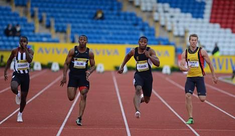 Joel Fearon (toinen oikealta) juoksi Britannian mestaruuskisoissa 2012. Silloin matka tyssäsi välieriin ajalla 10,49.