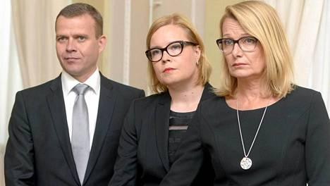 Uuden hallituksen maa- ja metsätalousministeri Petteri Orpo, sosiaali- ja terveysministeri Laura Räty sekä eurooppa- ja ulkomaankauppaministeri Lenita Toivakka.