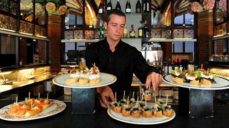 Baskimaalta muullekin Espanjaan levinneet pinchot ovat pieniä ruokaisia leipäsiä. Niidenkin päältä voi löytyä tyypillisiä tapasruokia, kuten perunamunakasta ja kroketteja.