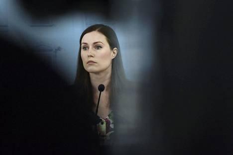 Pääministeri Sanna Marin on pohtinut ulkonaliikkumiskieltoa, jos suomalaiset eivät usko hallituksen koronaohjeita.