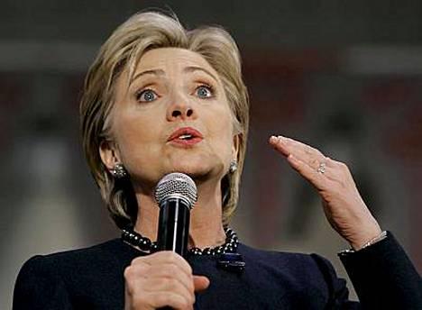 Hillary Clintonilla oli vaikeuksia Dimitri Medvedevin nimen kanssa.