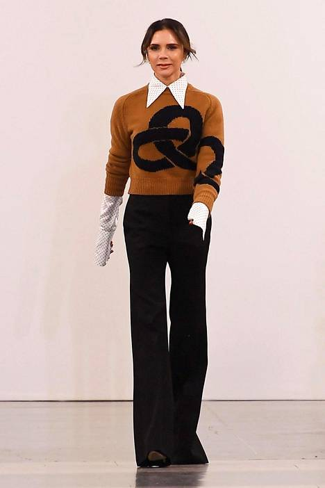 Victoria Beckham näytti huipputyylikkäältä kolmessa arkisessa mutta muodikkaaksi tyylitellyssä vaatekappaleessa.