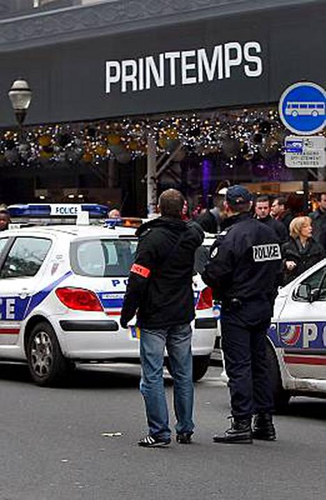 Pariisilaisesta Printemps Haussmanin tavaratalosta löytyi räjähteitä. Poliisia oltiin varoitettu asiasta.