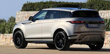 Sopivasta kulmasta uusi Evoque on kuin pikku-Velar, selvästi kalliimpi isoveli Range Rover-mallistosta.