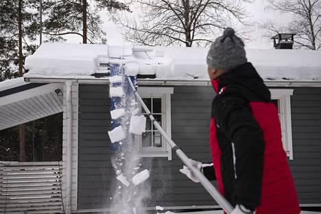 KattoHain kehittämiseen Pasi Hyvöstä motivoi lumitöiden tekeminen katolla turvallisesti.