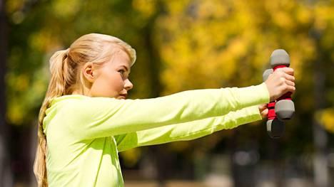 Jos lihaksissa ei ole riittävästi ruutia, alkavat tavalliset arjen perustoiminnot hankaloitua ikääntyessä.