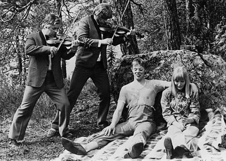 Uuno Turhapuro -elokuvia tehtiin 19 kappaletta vuosina 1973–2004. Myös Simo Salminen, Spede Pasanen ja Marjatta Raita olivat elokuvien vakionäyttelijöitä.