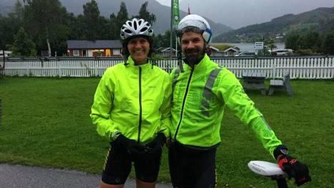 Suomalaisosallistujat. Satu Pippola ja Jussi Viljanen osallistuivat tänä vuonna rankkuudestaan tunnettuun Norseman Xtreme -kilpailuun. Pippola tuli maaliin noin 16,5 tunnin jälkeen, Viljanen joutui keskeyttämään pyörärikon seurauksena.