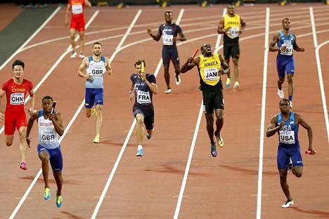 Jamaikan ankkurina juosseen Boltin matka katkesi jo loppusuoran alussa. Jamaikalainen supertähti huusi tuskasta muiden juoksijoiden pinkoessa hänen ohitseen.