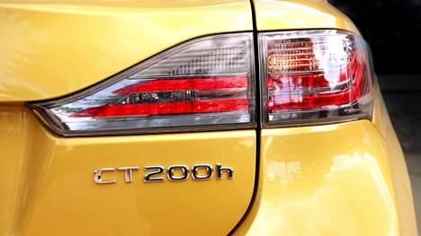 Kiista syntyi vuosimallin 2012 Lexus CT 200h Hybrid -henkilöauton moottoririkosta.