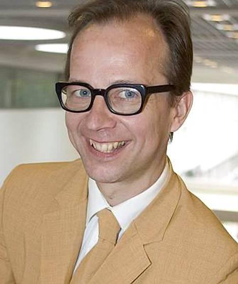 Tuottelias Simo Frangen on ollut tekemässä kolmea syksyllä julkaistavaa kirjaa.