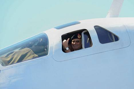 Venezuelan puolustusministeri Vladimir Padrino kävi tutustumassa Tupolevin ohjaamoon.