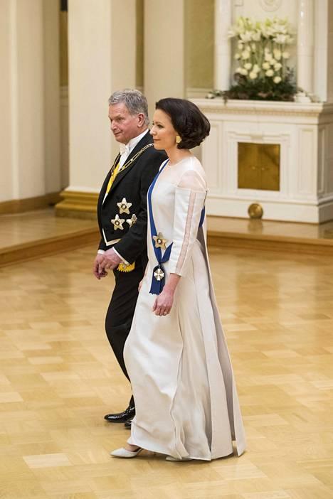 2018 presidentin puoliso yllä nähtiin Ioncell-kankaasta tehty puku.