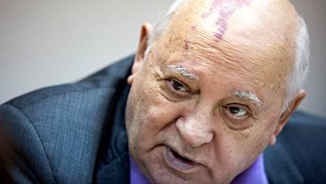 Mihail Gorbatshov erosi Neuvostoliiton presidentin tehtävistä joulukuussa 1991.