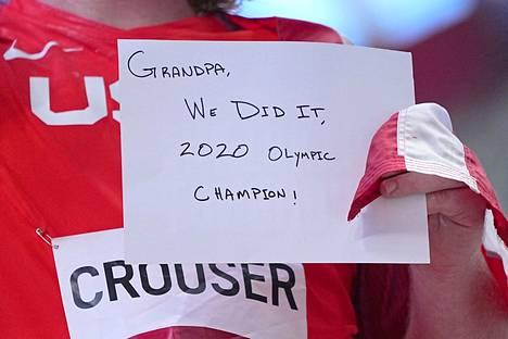 Tällainen oli Ryan Crouserin viestilappu isoisälleen.