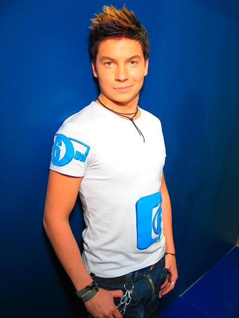 Aloitteleva poptähti Idolsissa vuonna 2003.