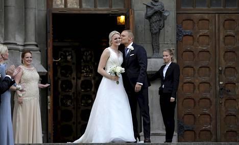 Emilia ja Valtteri Bottas tapasivat toisensa Nybergin ohjelmassa. Häitä juhlittiin 2016.