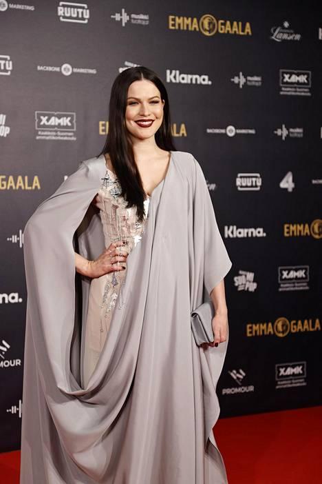 Jenni Vartiainen palasi tauoltaan parrasvaloihin Emma-gaalassa helmikuussa 2020.