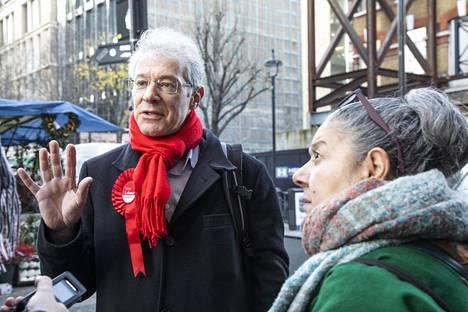 Labour-puolueen ehdokas Gordon Nardell ja äänestäjä Athena Krambites ovat yhtä mieltä: puheet ovat muuttuneet politiikassa rumemmiksi.